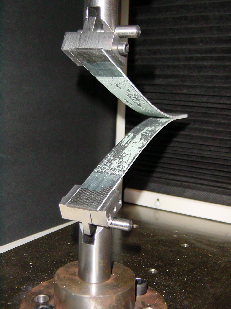Fracture toughness test of a bonded joint