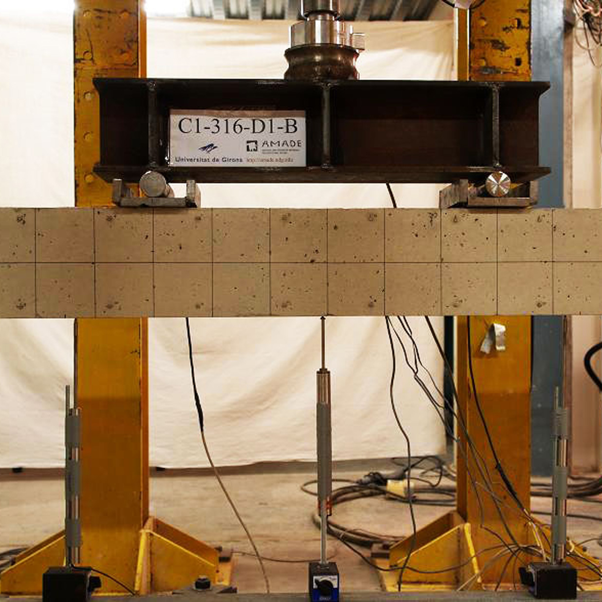 4-points bending test of a beam